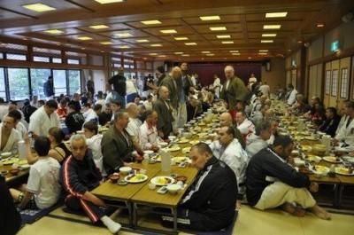 Wspólny posiłek w japońskim stylu